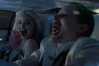 Suicide Squad: Harley Quinn (Margot Robbie) e Joker (Jared Leto) se la spassano