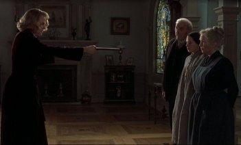 The Others: Nicole Kidman in un teso momento del film
