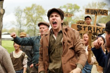 In Dubious Battle: Nat Wolff in una scena del film