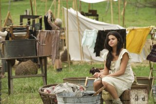 In Dubious Battle: Selena Gomez in una scena del film