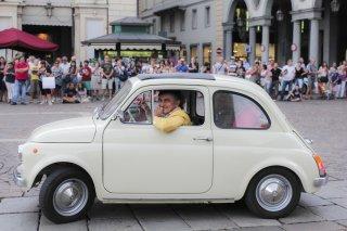 Prima di lunedì: Vincenzo Salemme in macchina in una scena del film
