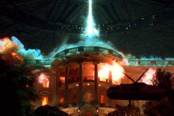 Independence Day: un'immagine della celebre distruzione della Casa Bianca