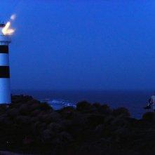 The Light Between Oceans: Michael Fassbender e Alicia Vikander in una suggestiva immagine del film