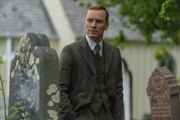 The Light Between Oceans: Michael Fassbender in una scena del film