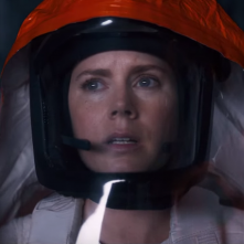 Arrival: un primo piano di Amy Adams
