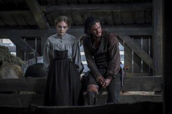 Brimstone: Kit Harington ed Emilia Jones in una scena del film