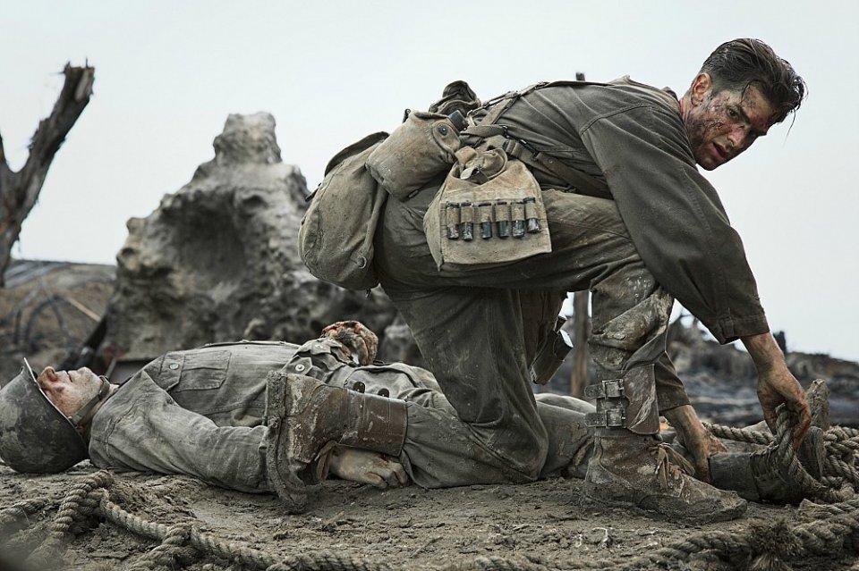 Hacksaw Ridge: Andrew Garfield in un momento del film