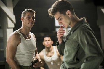 Hacksaw Ridge: Andrew Garfield e Luke Bracey in una scena del film