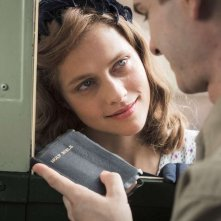 Hacksaw Ridge: Teresa Palmer ed Andrew Garfield in una scena del film