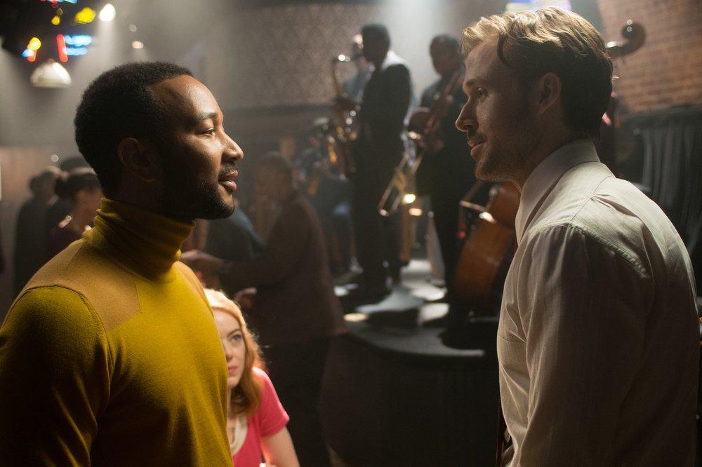 La La Land: John Legend, Ryan Gosling ed Emma Stone in un momento del film