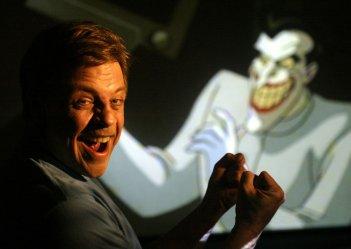 Mark Hamill in sala doppiaggio per prestare la voce a Joker