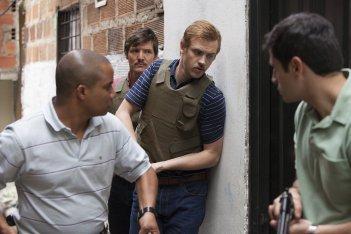 Narcos: Pedro Pascal e Boyd Holbrook in una foto della stagione 2