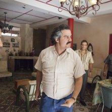 Narcos: Wagner Moura è Escobar in una foto della stagione 2