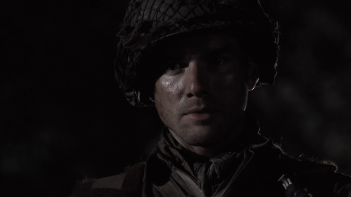 Band of Brothers:  Matthew Settle durante una scena della serie