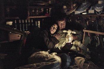 Sulla Via Lattea: Monica Bellucci ed Emir Kusturica in un momento del film