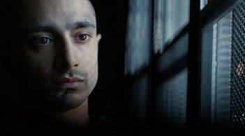 The Night Of: un primo piano di Riz Ahmed nell'episodio The Call of the Wild