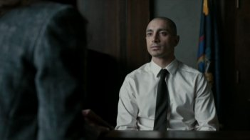 The Night Of: Riz Ahmed in una scena del finale di stagione