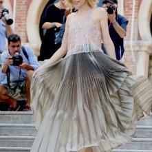 Venezia 2016: la madrina Sonia Bergamasco scende le scale dell' Excelsior