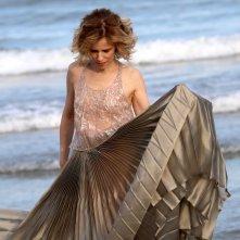 Venezia 2016: la madrina Sonia Bergamasco gioca con il vestito