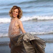 Venezia 2016: la madrina Sonia Bergamasco in uno scatto mentre posa al photocall