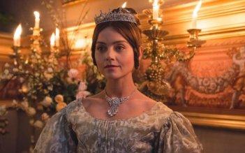 Victoria: una scena della serie con Jenna-Louise Coleman