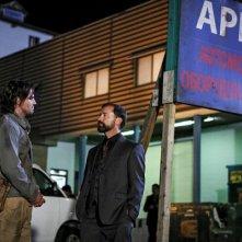 Arrow: Stephen Amell nel ruolo di Oliver Queen in un'immagine della quinta stagione