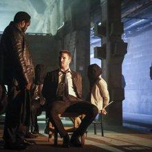Arrow: Stephen Amella in una scena della quinta stagione