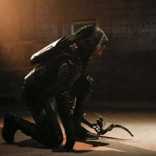 Arrow: Stephen Amell nei panni di Green Arrow
