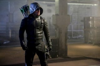 Arrow: Green Arrow in una scena della quinta stagione