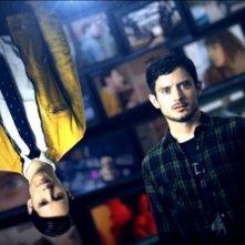 Dirk Gently: Elijah Wood e Samuel Barnett in un'immagine promozionale della serie