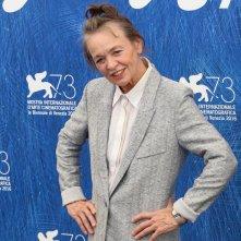 Venezia 2016: Laurie Anderson in posa al photocall delle giurie