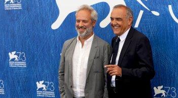 Venezia 2016: Sam Mendes e Alberto Barbera al photocall delle giurie