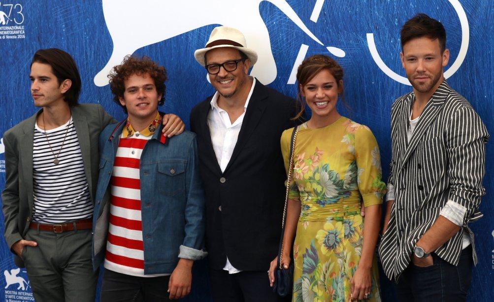 Venezia 2016: Brando Pacitto, Matilda Lutz, Taylor Frey, Joseph Haro con Gabriele Muccino al photocall de L'estate addosso