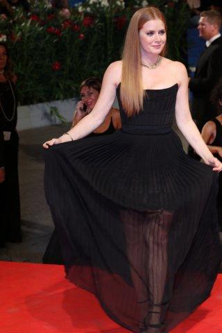 Venezia 2016: Amy Adams arriva sul red carpet di Arrival