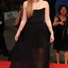 Venezia 2016: Amy Adams posa sul red carpet di Arrival
