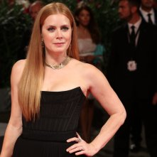 Venezia 2016:uno scatto di Amy Adams sul red carpet di Arrival