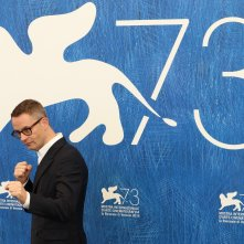 Venezia 2016: Nicolas Winding Refn al photocall di Dawn of the Dead - European Cut (Zombi)