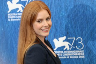 Venezia 2016: Amy Adams sorridente al photocall di Nocturnal Animals