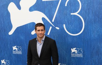 Venezia 2016: Jake Gyllenhaal posa al photocall di Nocturnal Animals