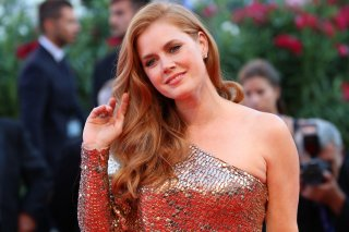 Venezia 2016: la sorridente Amy Adams sul red carpet di Nocturnal Animals