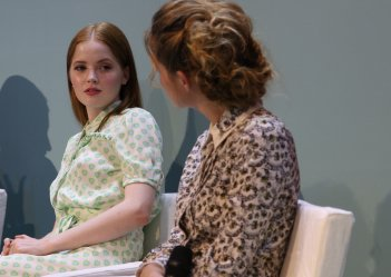 Venezia 2016: Ellie Bamber e Zoey Deutch all'incontro di Miu Miu Women's tales