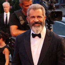 venezia 2016: Mel Gibson sorridente sul red carpet di Hacksaw Ridge