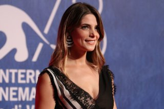 Venezia 2016: Ashley Greene sul tappeto rosso di In Dubious Battle