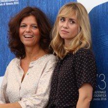 Venezia 2016: Maylis de Kerangal e Emmanuelle Seigner al photocall di Réparer les vivants