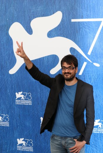 Venezia 2016: uno scatto di Roan Johnson al photocall di Piuma