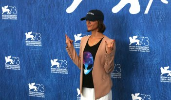 Venezia 2016: Ana Lily Amirpour al photocall di The Bad Batch