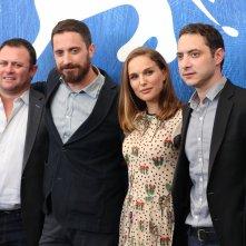 Venezia 2016: Pablo Larraín e Natalie Portman al photocall di Jackie