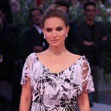 Venezia 2016: Natlaie Portman in uno scatto sul red carpet di Jackie