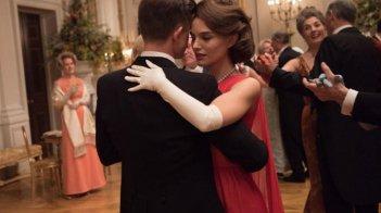 Natalie Portman danza in una scena di Jackie