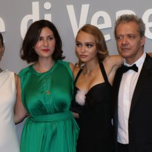 Venezia 2016: Rebecca Zlotowski, Natalie Portman, Lily-Rose Depp, prima di entrare in sala per il film Planetarium